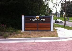 Bennigan's Monument Sign